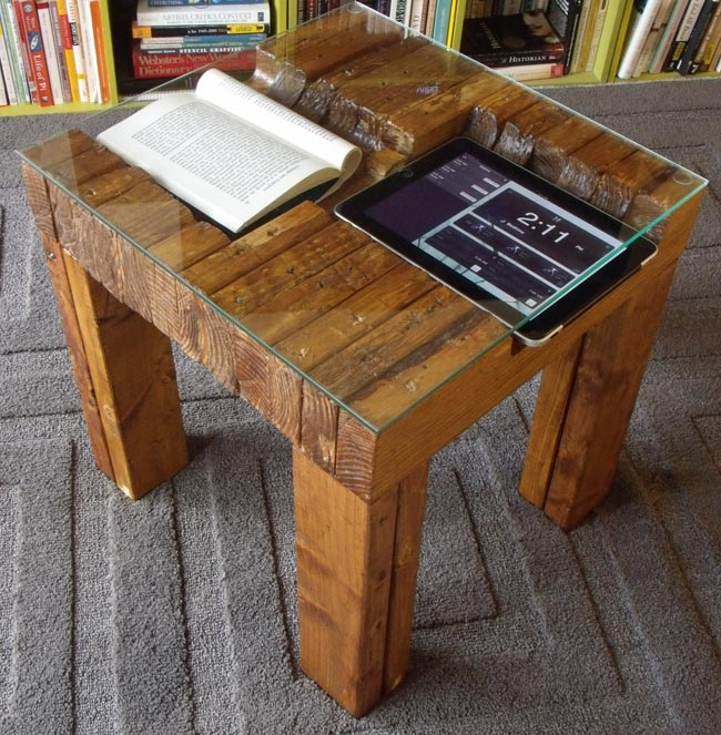 the ipallet table a table for your ipad. Black Bedroom Furniture Sets. Home Design Ideas
