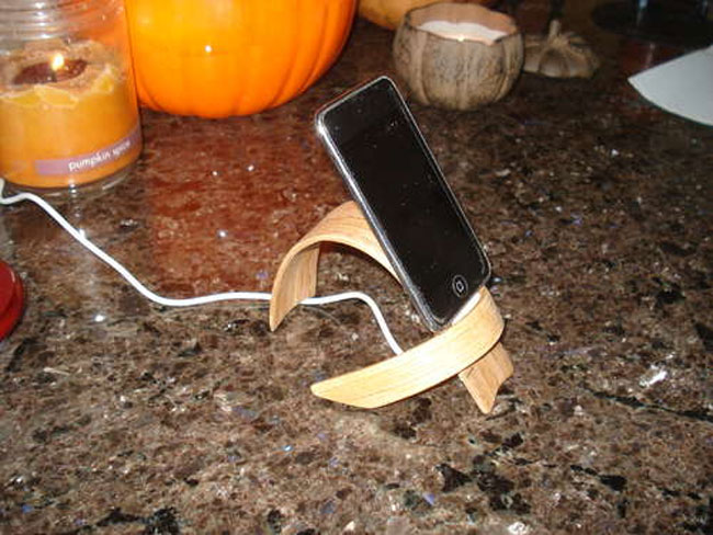 Curved Wood iPhone Stand