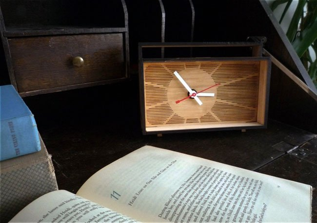 Eco-Retro Desk Clock