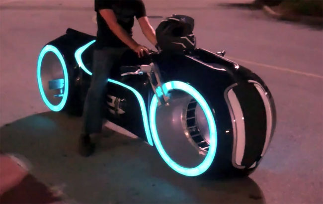 Awesome Electric Tron Lightcycle By Parker Brothers Video