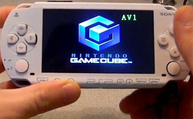 Sony PSP And GameCube Combined To Create Fusion Micro Mod (video)