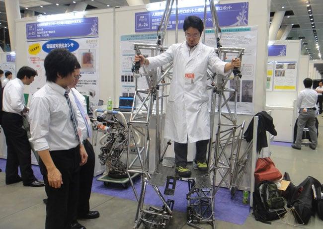 Human Powered Bipedal Walking Robot