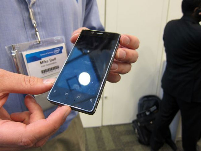 Intel Shows Off Medfield Android Gingerbread Smartphone