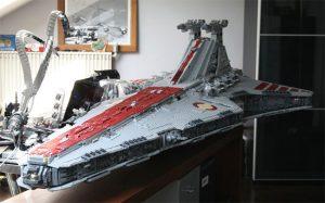 8ft Lego Venator Class Star Destroyer, Built Using 43,000 Lego Bricks (video)