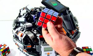 Lego CubeStormer II Solves Rubik's Cube In Less Than 5.5 Seconds (video)