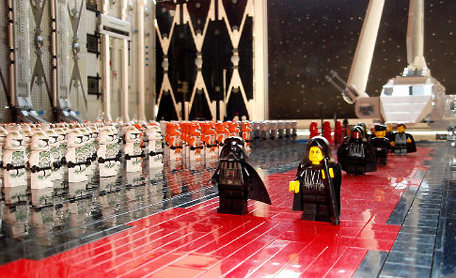 Death Star Interior Recreated Using 30 000 Lego Pieces