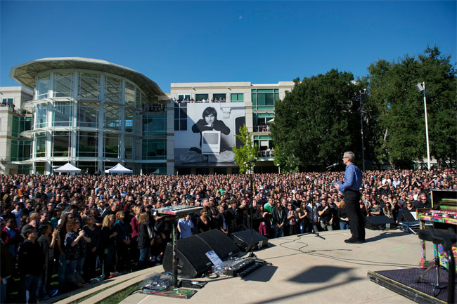 Apple Pays Tribute To Steve Jobs