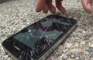 Drop Test : iPhone 4S vs Samsung Galaxy S II (video)
