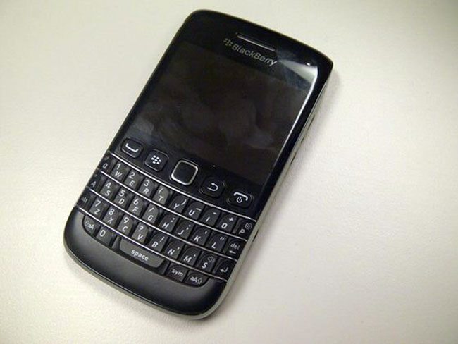 More BlackBerry Bold 9790 Photos Leaked