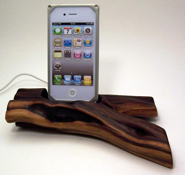 Custom Wooden IPhone And IPad Docks Certainly Look Unique