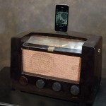 Recycled-Vintage-Radio-iPhone_4