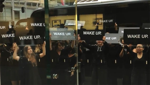 Samsung Stages Fake Protest Outside Apple Store (Video)