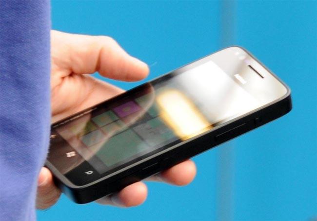 Nokia Windows Phone 8 Prototype Poses For The Camera
