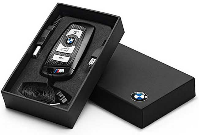 bmw 8gb flash drive uses a real m keyfob geeky gadgets. Black Bedroom Furniture Sets. Home Design Ideas