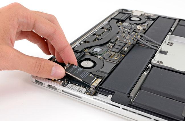 "MacBook Pro 13"" Retina Display Teardown By iFixit"