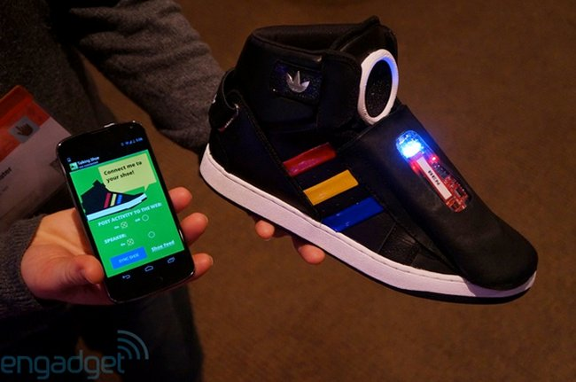 Google Shows Off Talking Sneakers | Geeky Gadgets
