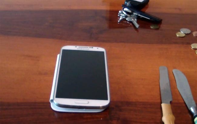 Samsung Galaxy S4 Screen Gets Scratch Tested (Video)