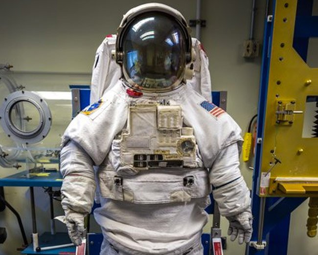 NASA Astronaut Space Suit And Tools Explained (video)