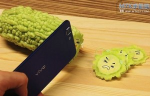World's new thinnest phone, Vivo X3, poses as a knife