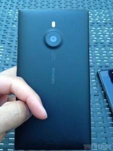Nokia Lumia 1520 Poses for the Camera
