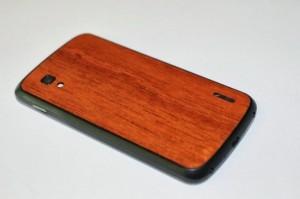 Nexus 4 Gets Wood Back