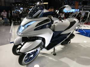 Yamaha Tricity Three Wheel Motorcycle Concept (Video)