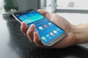 Samsung Has Sold Less Than 10,000 Galaxy Round Smartphones (Rumor)