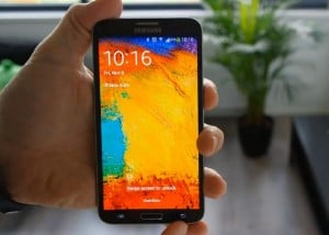 Samsung Galaxy Round Gets Reviewed (Video)