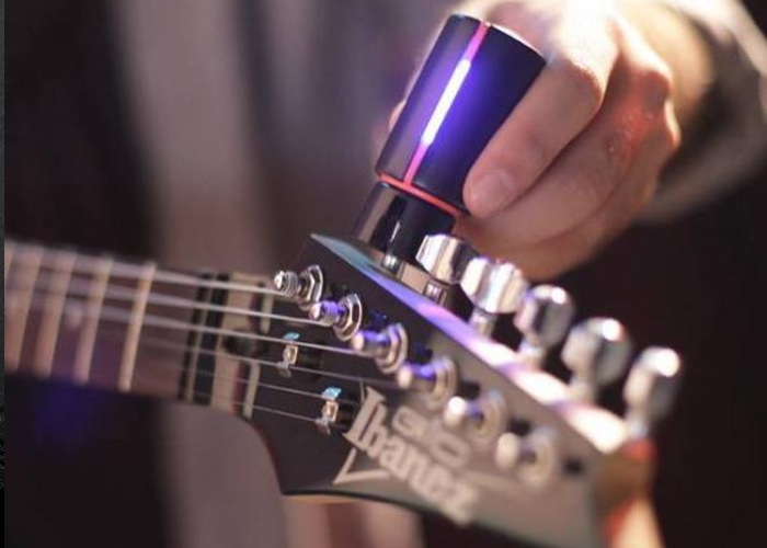 Roadie Tuner Accurately And Quickly Tunes Your Guitars (video)