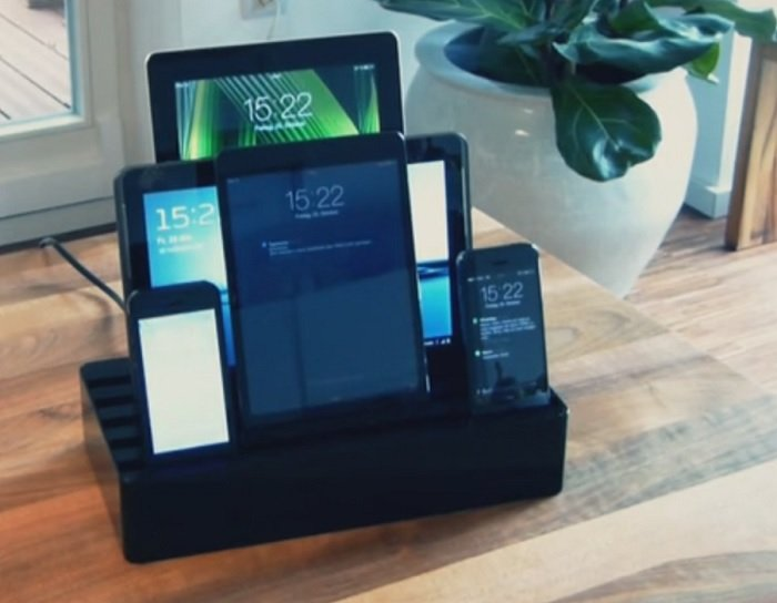 All Dock Charger Helps Users Charge Multiple Devices