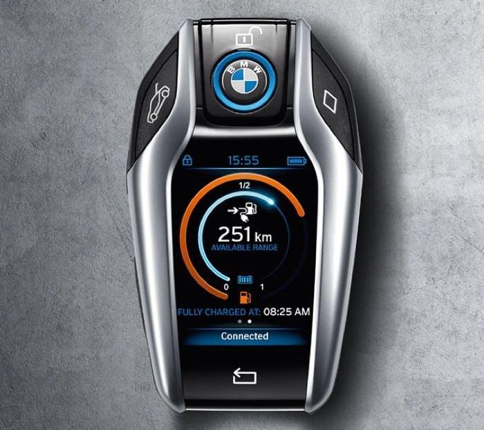 BMW i8 Key Looks Like A Mini Smartphone