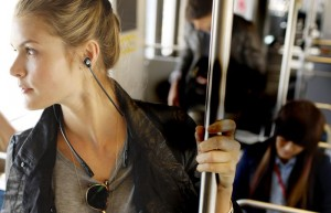 Motorola Buds Bluetooth Headphones With A Collar Announced (Video)