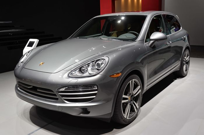 porsche cayenne platinum edition shown off at detroit motor show geeky gadgets. Black Bedroom Furniture Sets. Home Design Ideas