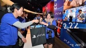 Japanese student spends two nights in the winter cold to get a PS4