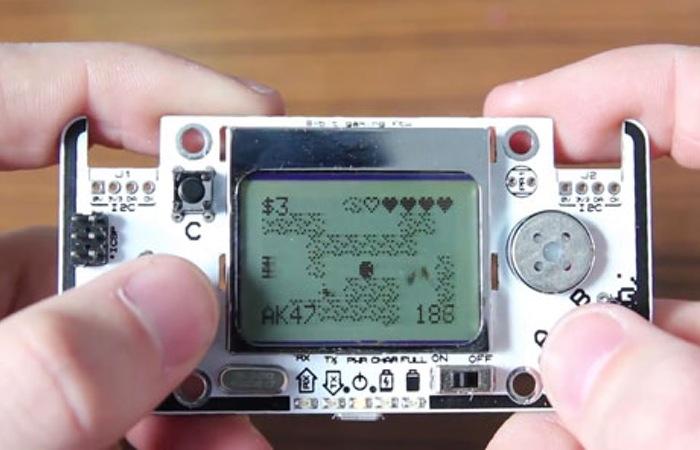 Gamebuino Arduino Handheld Games Console (video)