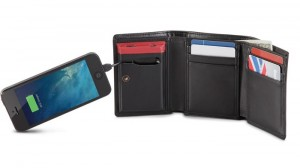Smartphone Charging Wallet Provides Users With Extra Battery Life On The Go