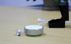 Tiny Goccia Fitness Tracker Uses New LED Syncing Technology (video)