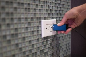 Dart Laptop Charger Is The Worlds Smallest (Video)