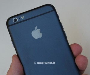 Alleged iPhone 6 Mockup Compared with iPod Touch