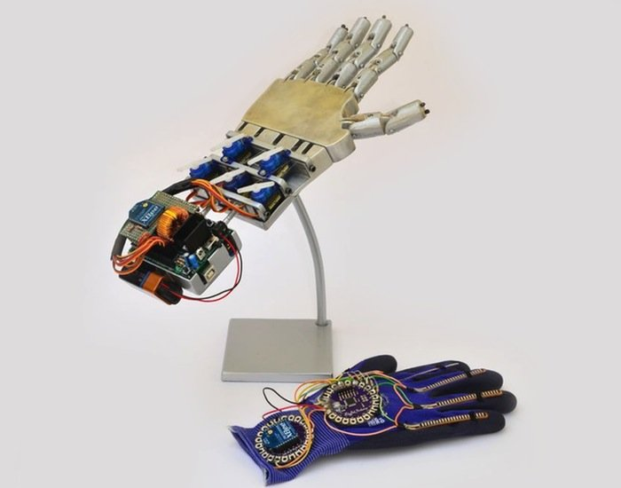 Wirelessly controlled robotic hand created using arduino
