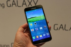 Samsung Galaxy S5 Takes The Ice Bucket Challenge (Video)