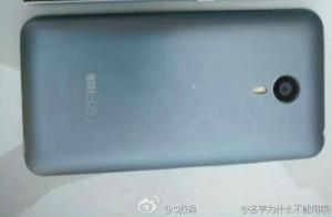 Meizu MX4 Poses For The Camera