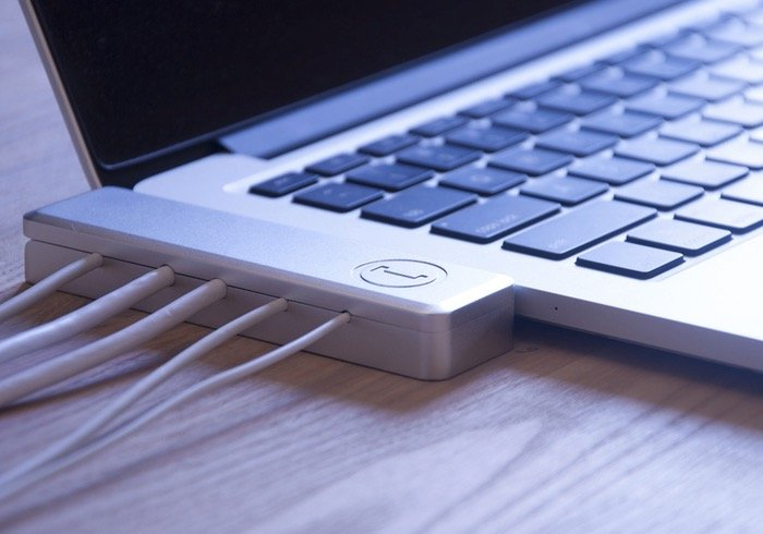 Bracket MacBook Pro Retina Cable Dock Makes UnPlugging Your Cables Easy (video)