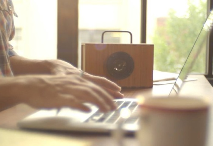 Next-Generation Supercapacitor-Powered Portable Speaker Charges In 5 Minutes (video)