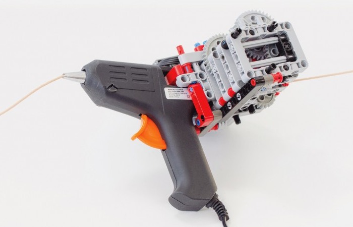Lego And Glue Gun Transformed Into 3D Printing Pen (video)