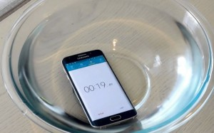 Is The Samsung Galaxy S6 Edge Waterproof? (Video)