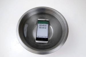 Is The HTC One M9 Waterproof? (Video)