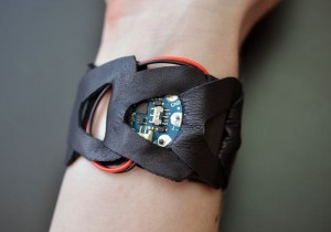 Arduino Gemma Used To Create Wearable Mindfulness Bracelet (video)