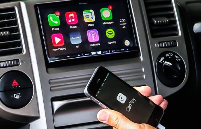 New Wireless Apple CarPlay And Automaker Applications