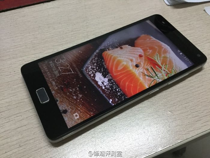 Lenovo Vibe P1 Poses For The Camera
